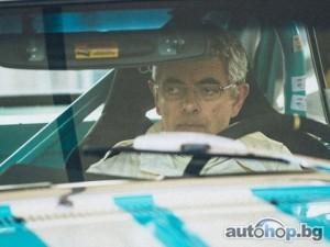Роуън Аткинсън катастрофира с ретро кола