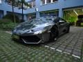 Lamborghini Huracan получи опаковка с винил от черен хром